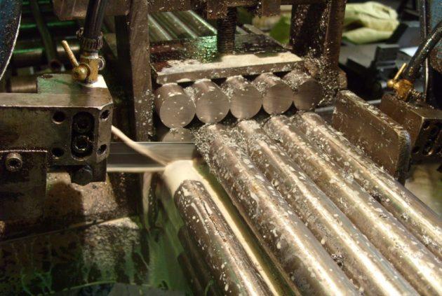 Ленточнопильная резка металлических изделий