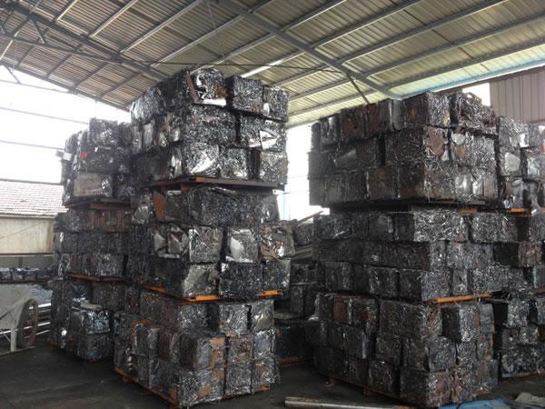 Пакетировочный пресс для металлолома