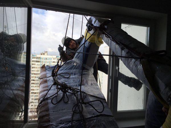 Работа по заносу мебели в окно