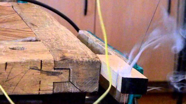 Резка древесины нихромовой проволокой под напряжением