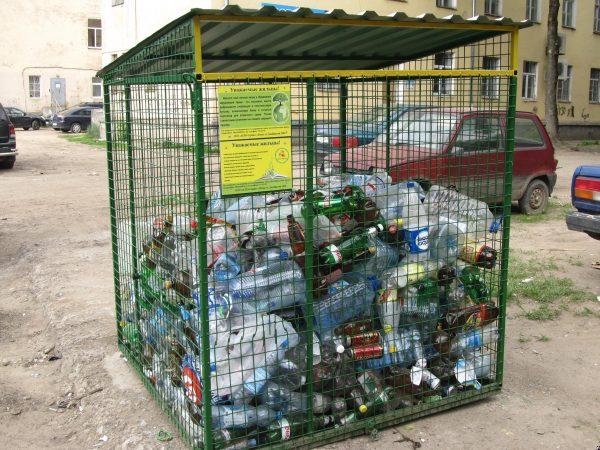 Сетчатые контейнеры для сбора пластиковых бутылок