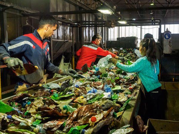 Сортировка пластика на заводе