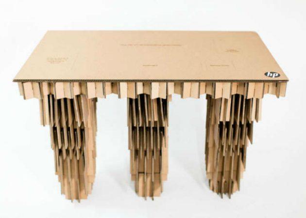 Письменный стол из картона