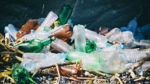 Выброс пластика наносит большой вред природе