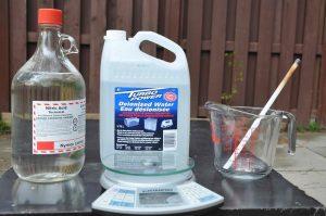 Азотная кислота, деионизированная вода, весы, стеклянная ёмкость и кварцевая палочка для аффинажа серебра